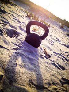 kettlebell-beach